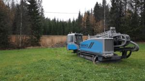 Suuntaporaukset pehmeään maaperään kaapeleiden ja putkien vetoa varten, kun linjaa ei voida kaivaa maan pinnalta